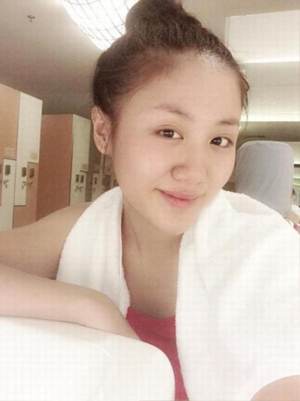 Nhiều người nhận xét khi không trang điểm trông nàng ca sĩ tuổi Tuất Văn Mai Hương có phần trẻ trung hơn so với khi trang điểm quá đậm.