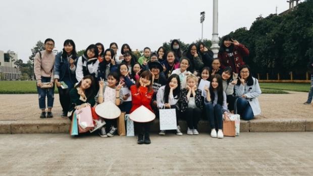 Một mini fanmeeting ấm cúng đã được tổ chức cùng với Momoland và fan.