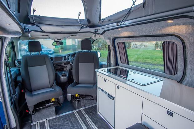 Cận cảnh Toyota Proace Lerina, chiếc xe nhà di động dành cho ai thích đi du lịch