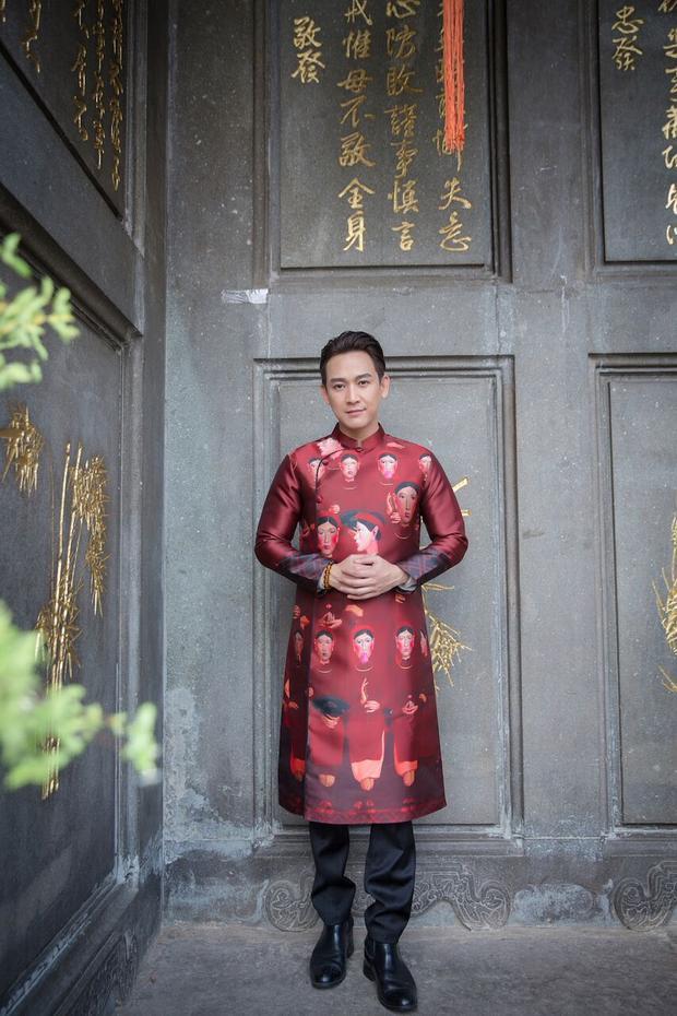 Phom dáng áo vẫn giữ được tinh thần truyền thống mà nam diễn viên muốn hướng đến.
