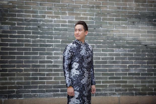 """Chính phong cáchthời trang của Hứa Vĩ Vănđã mang lại cho anh vẻ đẹp trai, phong độ và lịch lãm. Cùng với đó, anh cũng được mệnh danh là chàng diễn viên """"không tuổi"""" của showbiz Việt."""