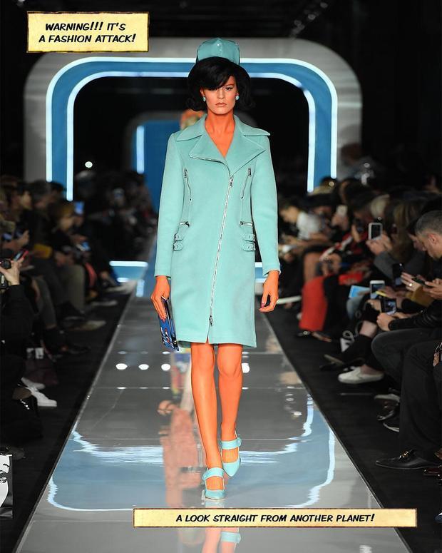 Các thiết kế năm nay vẫn trung thành với lối sử dụng màu sắc cũng như phom dáng trang phục basic của Moschino.
