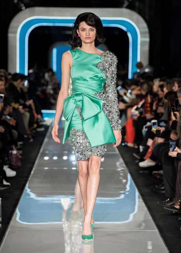 Những bộ váy đính kết, dạ hội cũng được Moschino giới thiệu đến giới mộ điệu trong tuần lễ thời trang Milan thu, đông 2018.