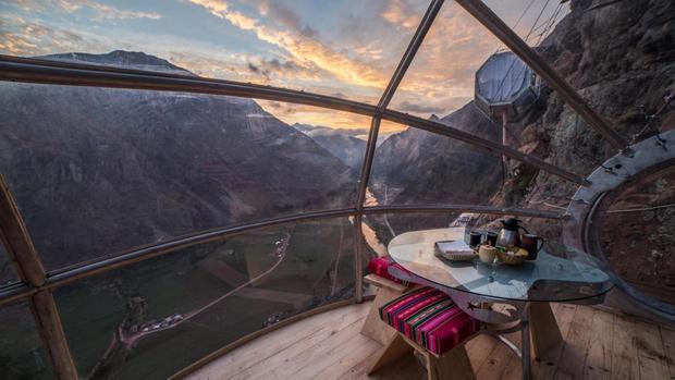 Từ bên trong căn phòng, du khách có thể phóng tầm mắt quan sát khung cảnh thiên nhiên hùng vĩ ởSacred Valley. Ảnh: CNN