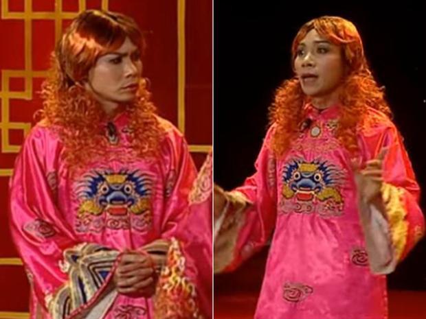Bắc Đẩu năm 2011 tiếp tục chuộng mốt áo váy màu hồng, tóc uốn xoăn đuôi, trang điểm đậm.