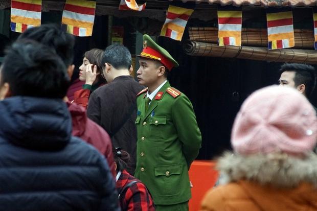 Hàng trăm cảnh sát bảo đảm an ninh trật tự tại lễ cầu an ở Tổ đình Phúc Khánh
