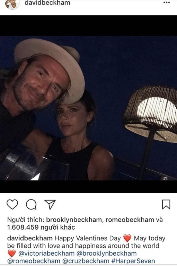 """Tuy đã có với nhau 4 mặt con nhưng David và Victoria Beckham vẫn luôn dành cho nhau những khoảnh khắc """"đốn tim"""" cư dân mạng. Với lượng tương tác """"khủng"""" hơn 1.6 triệu like cho một bức ảnh đủ thấy sức hút của gia đình này lớn như thế nào rồi nhỉ!"""