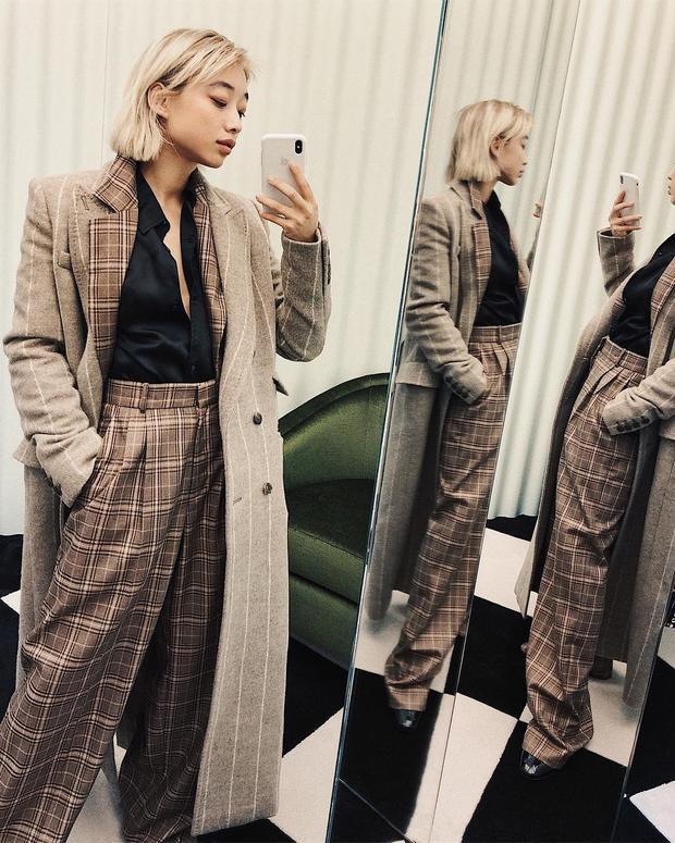 Fashionista người Úc lăng xê triệt để học tiết sọc caro cho chuyến đi sang thành phố Milano lần này.
