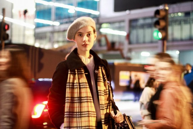 Vì tính chất streetstyle ở đây khá khan hiếm, các fashionista diện streetstyle khiến các tay ảnh phải bỏ rất nhiều công sức để săn đón.