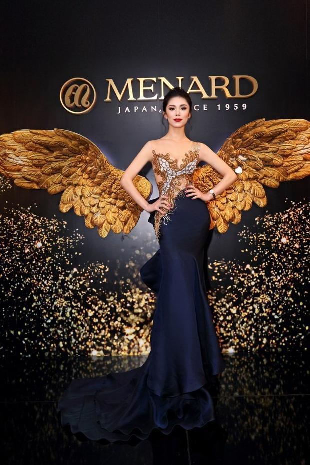 Sở hữu vẻ đẹp lai tây, người đẹp sinh năm 1986 đại diện cho Nhật Bản tại cuộc thi Hoa hậu hoàn vũ 2007 và giành vương miện về cho đất nước mặt trời mọc sau 48 năm. Là một nghệ sĩ Ballet và khiêu vũ từ nhỏ nên Riyo Mori sở hữu thân hình săn chắc và gợi cảm.
