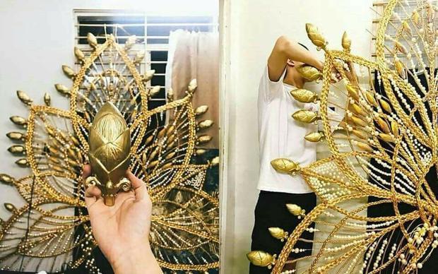 """Phần phụ kiện """"khủng"""" trong bộ National Costume của Hương Giang Idol."""