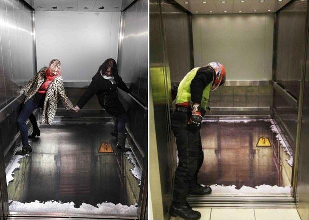 Thực tế thì đây chỉ là một chiếc thang máy có được thiết kế theo định dạng 3D. Nó được thiết kế bởi nghệ sĩ Andrew Walkerto.
