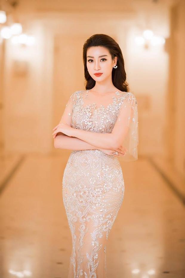 Côđược khen đã 'lột xác' hoàn toàn sau hơn một năm đăng quang Hoa hậu Việt Nam. Một năm qua người đẹpnỗ lực rèn luyện hình thể, chăm chút vẻ ngoài.