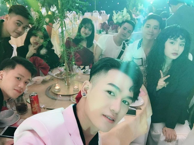 Ali Hoàng Dương, Hiền Hồ, Giáng My,… có mặt tại tiệc cưới của Huyền Dung.