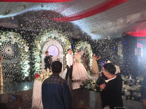 Lễ cưới được tổ chức tại quê nhà Hà Tĩnh của cô nàng.