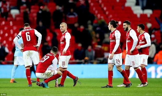 Arsenal thua thảm 0-3 trước Man City trong trận chung kết League Cup.