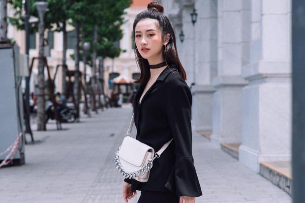 Hai gam màu cơ bản nhất là đen và trắng được Jun Vũ mix-match khéo léo tạo nên tổng thể hài hòa.