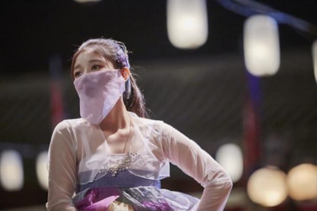 """Nữ diễn viên gây """"sốt"""" trong bộ phim truyền hình Mây hoạ ánh trăng cùng bạn diễn Park Bo Gum."""