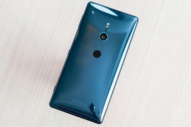 Sony ra mắt Xperia XZ2 và XZ2 Compact: viền màn hình mỏng hơn, khai tử luôn jack cắm tai nghe