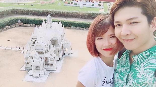 Vợ chồng Khởi My - Kelvin Khánh chụp ảnh trong chuyến du lịch Thái Lan.