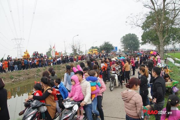 Lễ hội thu hút hàng nghìn người tham dự.