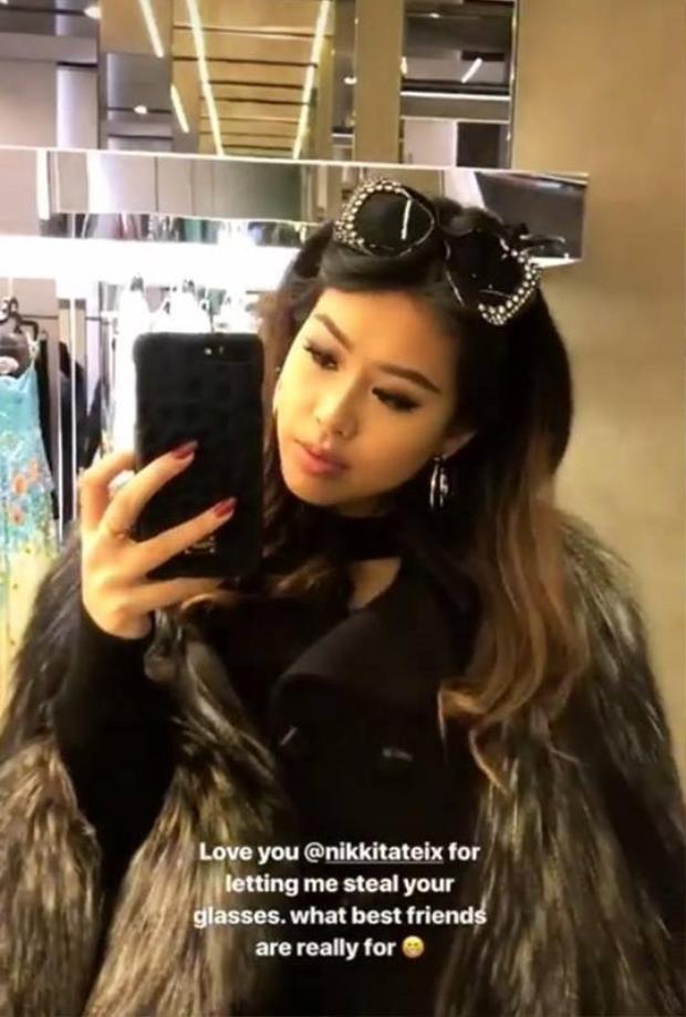 Diện áo lông cùng kính mát bản to, cô nàng khoe outfit sang chảnh khi chuẩn bị tham dự các show diễn quốc tế.