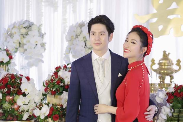 Mai Hồ và vị hôn phu trong lễ đính hôn sáng 26/2.