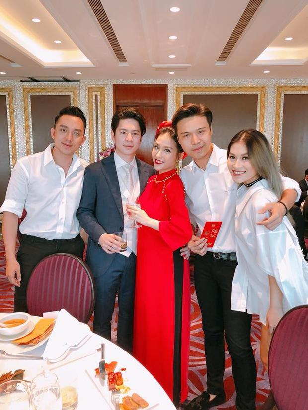 Một số bạn bè thân thiết như Ngọc Thanh Tâm, La Quốc Hùng đến chúc mừng bà mẹ một con trong ngày trọng đại.