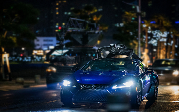 Hình ảnh Black Panther cùng chiếc Lexus LC 500 trong bom tấn điện ảnh đang gây sốt trên toàn thế giới.
