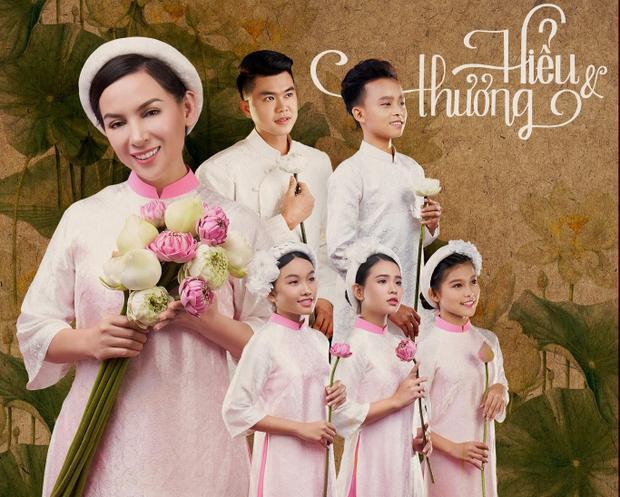 """""""Chị Hai"""" Phi Nhung và các ca sĩ nhí Hồ Văn Cường, Phạm Tuyết Nhung, Phạm Thiêng Ngân, Quỳnh Trang, Phú Quý."""