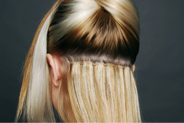 Sáp sẽ được đính lên chân tóc nối, khi nối sẽ ép nhiệt để sáp chảy ra và dính tóc nối với tóc thật. Cách nối này tốn của bạn tầm 3 tiếng đồng hồ. Tuy nhiên, khuyết điểm của kiểu nối này là dễ gây rối tóc, cũng như nếu muốn tháo phải dùng kềm bấm nứt từng viên sáp, khá tốn công.