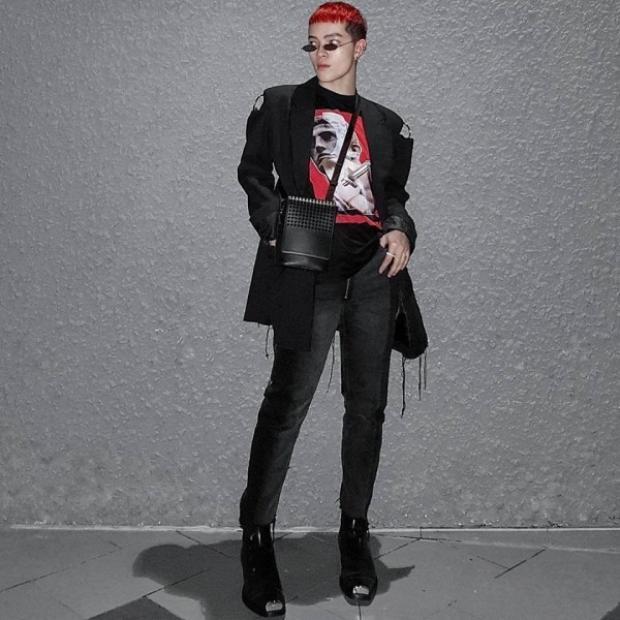 Người tiên phong mang kính tròng nhỏ đến với thời trang Việt Nam là Kelbin Lei. Anh chàng tỏ ra là một dân chơi sành sỏi khi luôn cập nhật và tạo trend thời thượng.