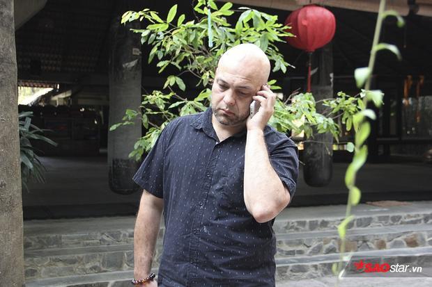 Có phần thất vọng, võ sư người Canada trực tiếp gọi điện cho nam diễn viên nhưng không ai bắt máy.