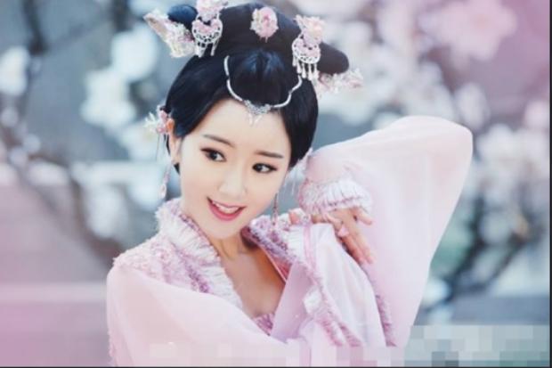 Nếu không phải Địch Lệ Nhiệt Ba, ai có thể vào vai Hằng Nga trong Nhật Nguyệt Truyền Kỳ?