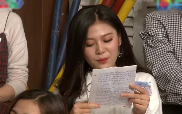 Chúng Huyền Thanh đọc to bức thư tình trước màn đỏ mặt của chồng mới cưới.