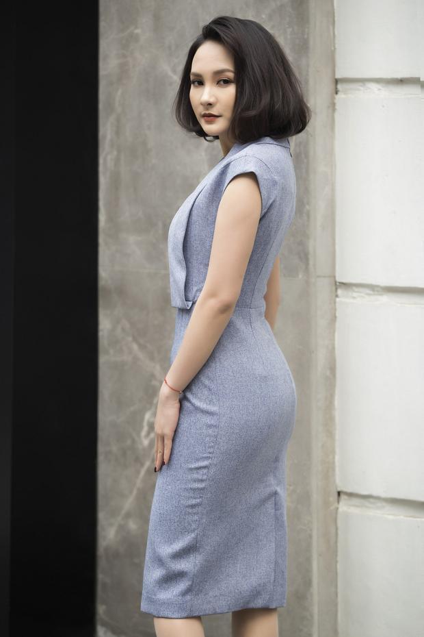 Khi diện váy body gợi cảm, nữ diễn viên sinh năm 1990 cũng chọn thiết kế cắt xẻ chừng mực giúp tôn đường cong của cơ thể. Bảo Thanh cũng là người hiếm khi diện đồ có màu sắc rực rỡ như vàng, cam, xanh…
