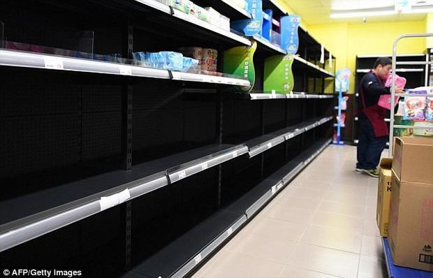 Sàn giao dịch điện tử Pchome cho biết, chỉ trong 3 ngày mở bán, họ đã bán được 5 triệu cuộn giấy vệ sinh. Ảnh Dailymail