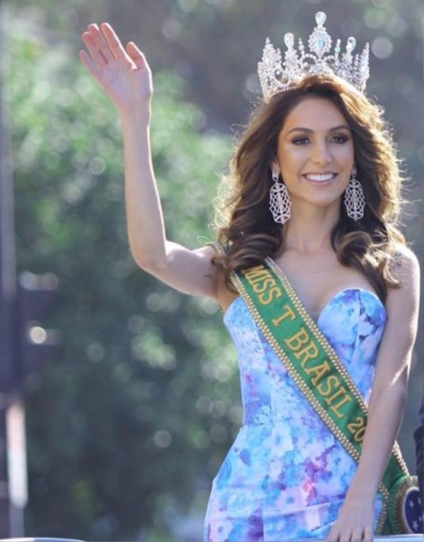 Izabele Coimbra sinh năm 1994 là đại diện cho Brazil tại cuộc thi Hoa hậu chuyển giới Quốc tế 2018 diễn ra tại Thái Lan sắp tới đây.Cô đăng quang Miss T Brazil - Hoa hậu chuyển giới Brazil vào tháng 4 năm ngoái.