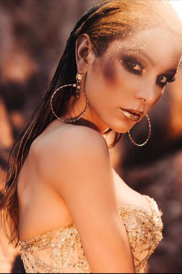 Sau tất cả, quan trọng nhất vẫn là thần thái! Đi đôi cùng ngoại hình rực lửa,Izabele còn sở hữu một thần thái hút hồn như thế này. Cô hứa hẹn sẽ là một trong những đối thủ nặng kí của Hương Giang nói riêng cũng như các thí sinh khác tại Hoa hậu chuyển giới Quốc tế năm nay nói chung.