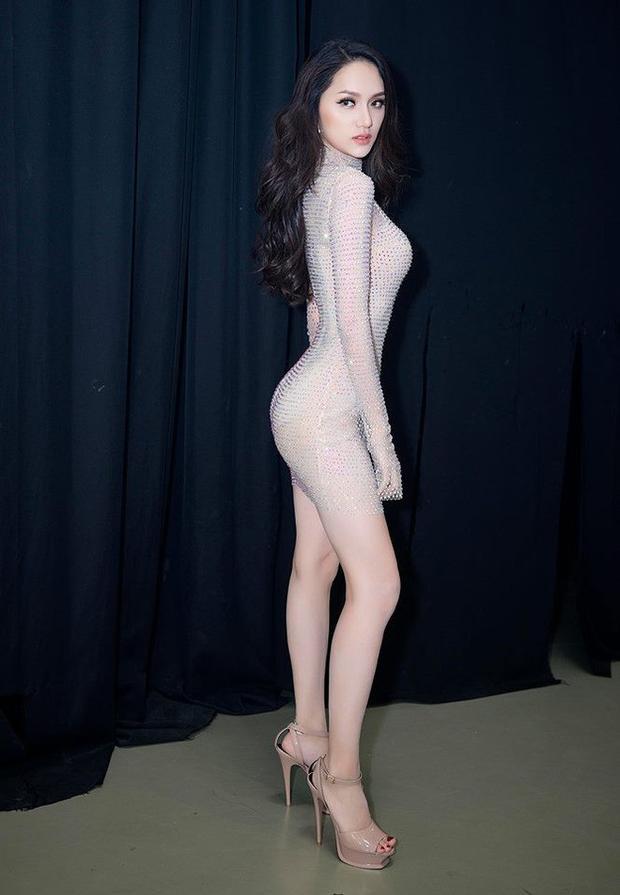 Với trang phục xuyên thấu đính pha lê trong tiết mục thi tài năng,Hương GiangIdolkhiến công chúng ngất ngây với đường nét cơ thể đầy nóng bỏng.