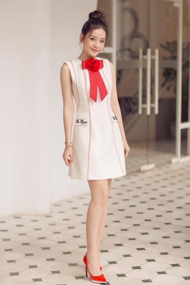 Thiết kế của Chi Pu từng mặc cũng của nhà tạo mốt Lê Thanh Hòa.