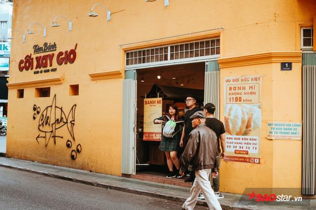 Tiệm bánh Cối Xay Gió vẫn không hết hot, nườm nượp khách ghé thăm.