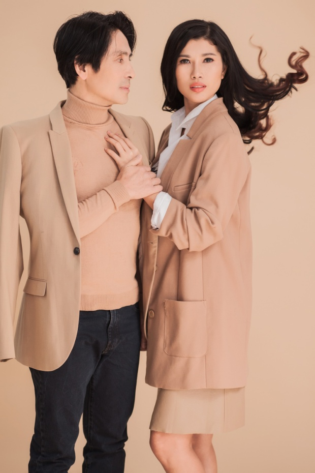 Chồng Trang Lạ là tiến sỹ Trần Tiến Chánh, ông và siêu mẫu Trang Lạ đã có 5 năm yêu nhau trước khi tiến đến hôn nhân.