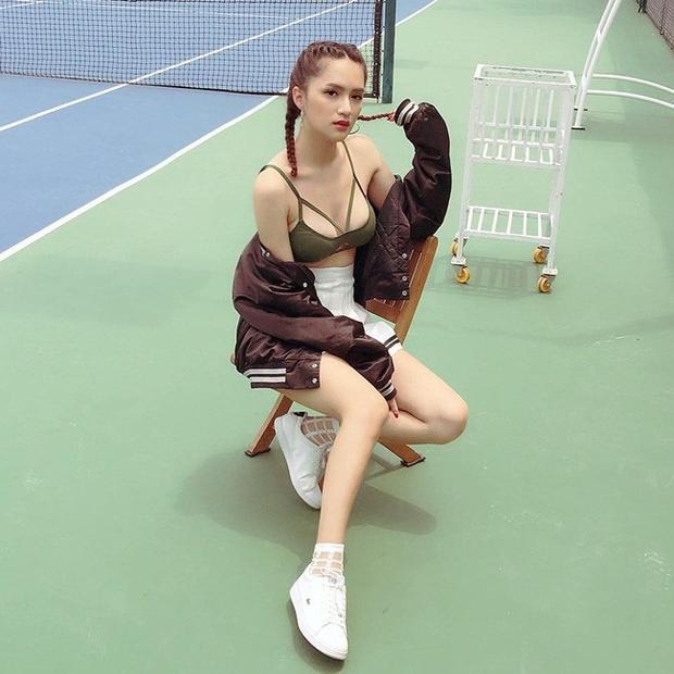 Tóc tết hai bên là sự lựa chọn không tồi chút nào khi đi cùng trang phục thể thao.