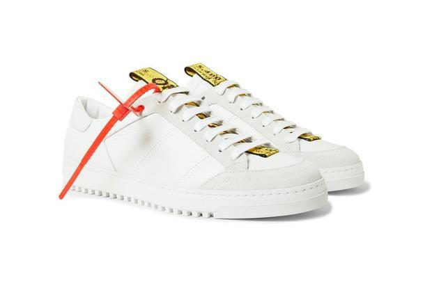 Cùng đôi sneaker Off-White Industrial tape giá tầm 13,7 triệu đồng là những items Sơn Tùng sử dụng trong set đồ trên.