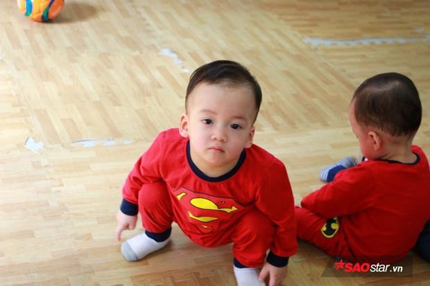 Các bé khỏe mạnh và có cân nặng lần lượt 10,3 kg, 11.5 kg, 10,5 kg. Ảnh: Vương Phi.