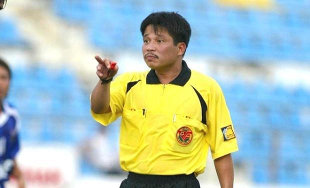 Cựu trọng tài Dương Mạnh Hùng khẳng định, treo băng rôn không làm xấu bóng đá Việt Nam.