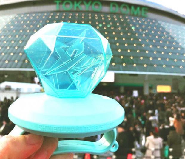 Chiếc lightstick vừa ra mắt trong concert mới nhất của SHINee tại Nhật.