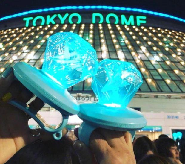 Đây là cách SHINee và fan Nhật tưởng niệm Jonghyun trong world tour