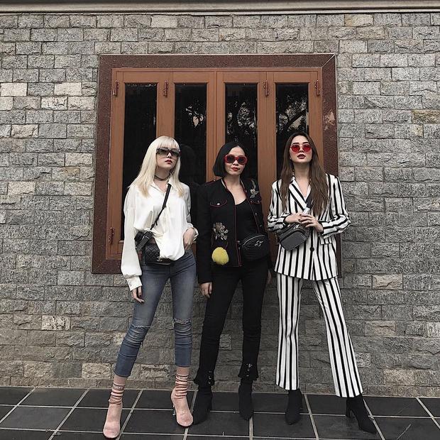 Chị em nhà Thiều Bảo Trang, Thiều Bảo Trâm chất phát ngất với gout thời trang streetwear cá tính nhưng không kém phần sang chảnh.